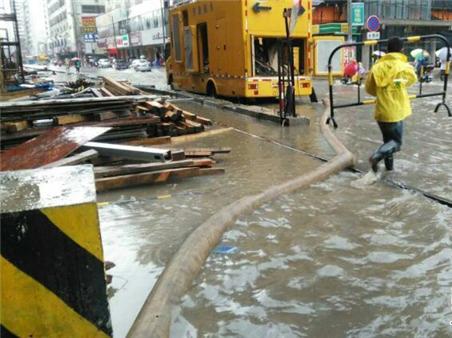 市政排水所全力排水保障考生回家之路
