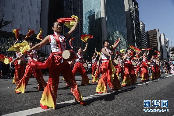 (国际·图文互动)(2)巴西圣保罗举行中华文化快闪活动