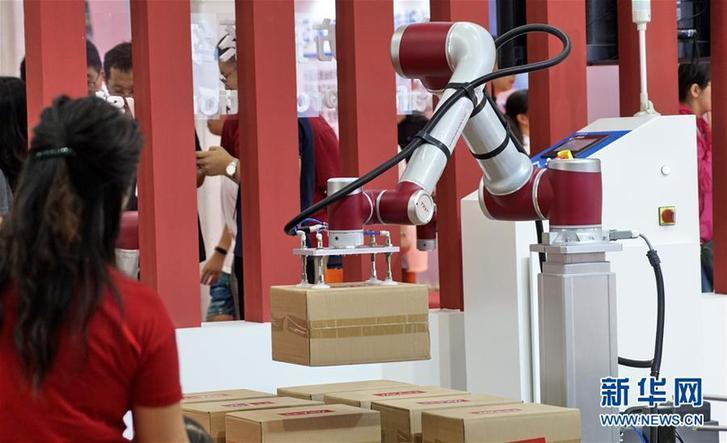 """(科技)(3)机器人""""群英会"""""""