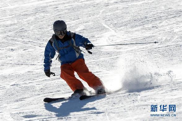 (社会)(1)新疆迎来滑雪季