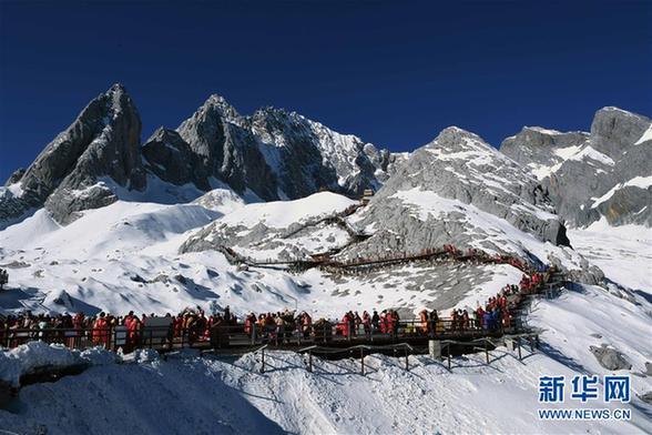 (环境)(1)云南丽江:玉龙雪山景色壮美