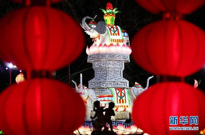 (国际)(1)中国彩灯点亮法国塞纳古堡