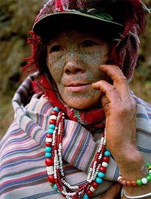 黎族纹身老人图片