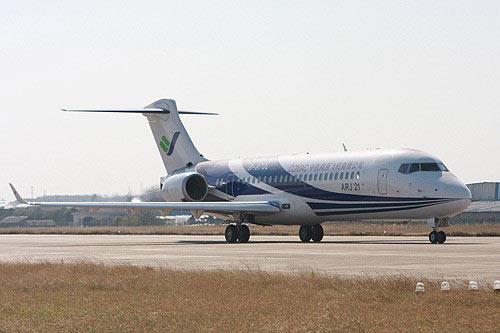 飞机销售协议,中国商飞公司总经理金壮龙与缅甸航空公司董事长丁茂吞