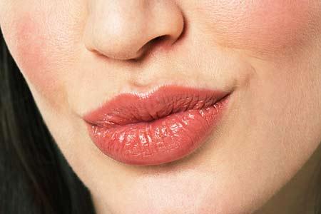 嘴唇发白说明气血不足 5种唇色暴露健康危机