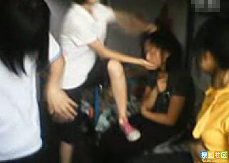六女生宿舍围殴一女生
