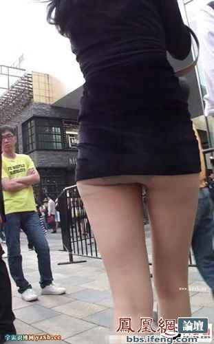 街拍三里屯的露臀女!只穿这个也能上街!