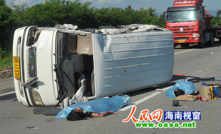 东线高速车祸导致两人死十几人伤 场面惨烈_海南新闻