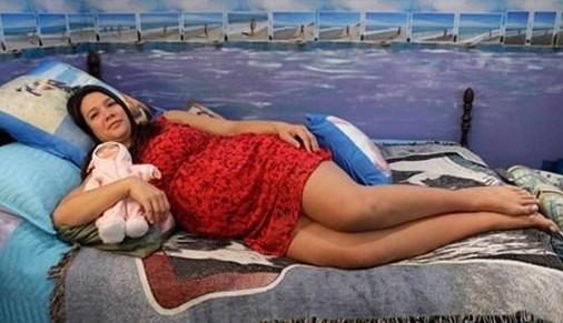 美女与猪裸睡 惊世骇俗的各种行为艺术