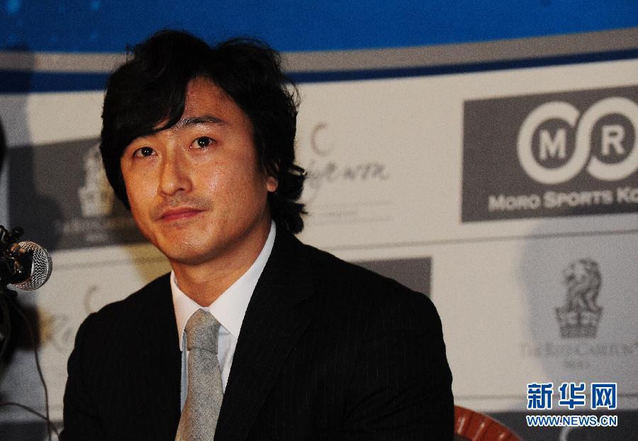 韩国著名足球明星安贞焕含泪宣布退役图片频道