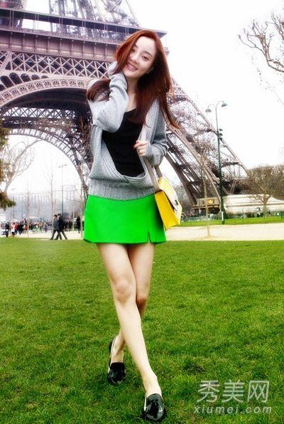 李小璐巴黎街拍春装甜美搭配