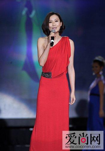 陈法拉:红色斜肩礼服