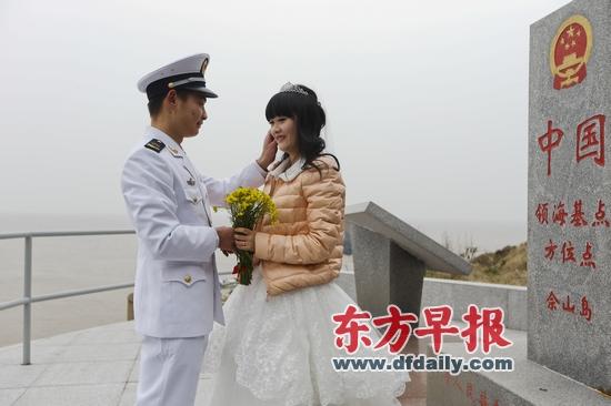 守卫灯塔的姑娘朝鲜油画