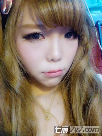 图解日系大眼娃娃妆化妆步骤 达人分享彩妆简单教程