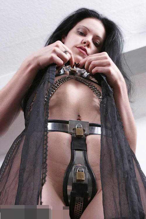 摒弃枷锁 美女示范古代妇女贞操带穿法