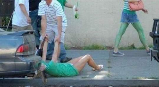 吓傻男生的女生醉酒百态