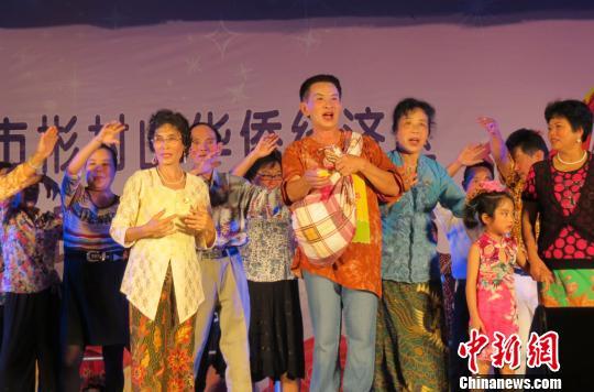 南海风云主题曲曲谱-海南琼海市彬村山华侨经济区21日晚上演了一场别具印尼风情的晚会,