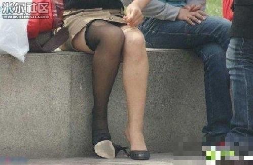 少妇穿丝袜_春日暖阳满城尽穿黑丝袜