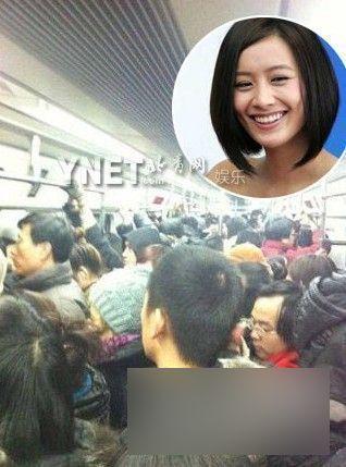 明星挤地铁照全盘点 王菲与乘客均淡然
