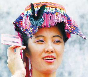 儋州苗族风情 衣如云彩歌如诗图片