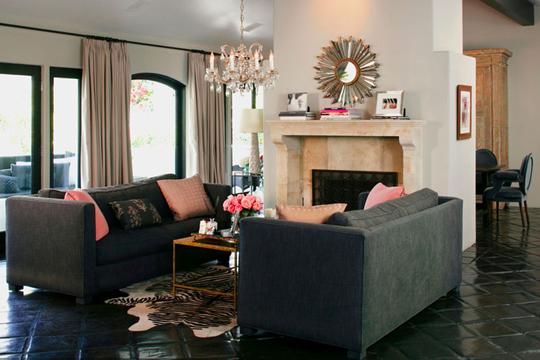 设计重点   :沙发+壁炉设计   :相互对称的沙发,固定了客厅...