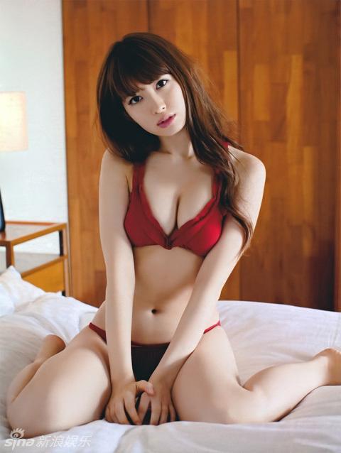 日本美女全裸艺术照片_日本天团akb48写真集合 全裸袭胸尺度大开(图)