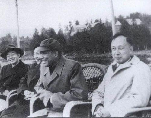 钱学森/1957年9月钱学森(右一)、徐昌裕(右三)、屠守锷(右四,航天专家)...