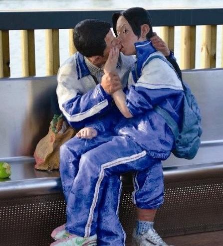 """沈阳中街某商场惊现雕塑品""""武松杀嫂"""" 潘金莲三点全露"""