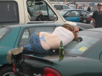 美女喝醉后的牧场(丑态)组图_美女图片