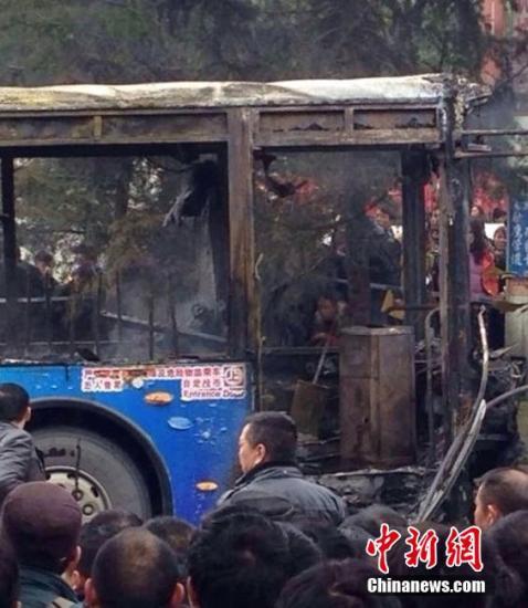 ...37分贵阳市一辆237路公交车在云岩区金阳南路发生燃烧.截...