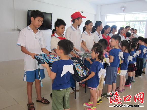 海口晚报联合海南阳光义工社走进海南特殊教育学校