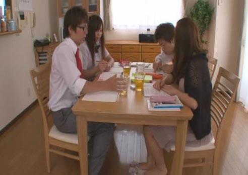 有没有日本的舔脚的AV_日本av拍摄全过程