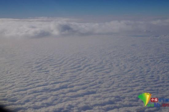 北京到广州航班上拍到的南北雾霾