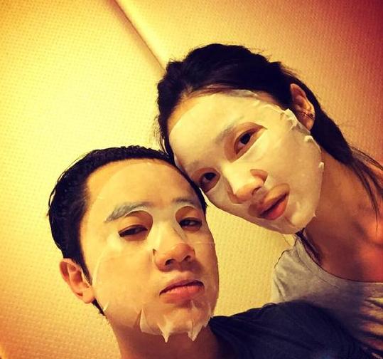王祖蓝和老婆同敷面膜秀恩爱 自称感觉非常浪漫