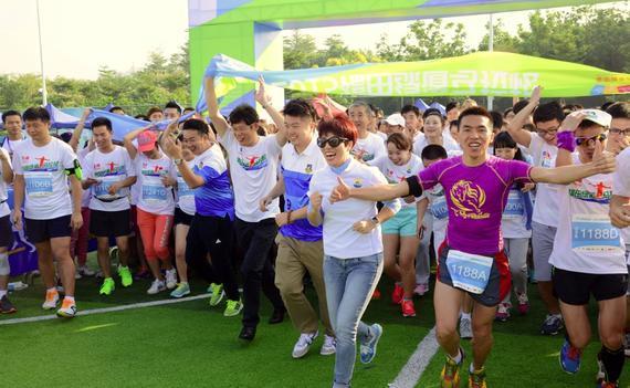"""绿健康""""的休闲,环保主题,本次绿道马拉松比赛线路涵盖了素有深圳城市"""