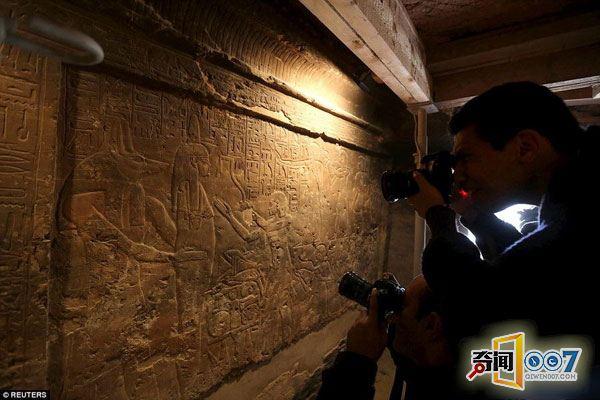 壁画,该墓室位于埃及南部塞加拉地区阶梯金字塔旁边
