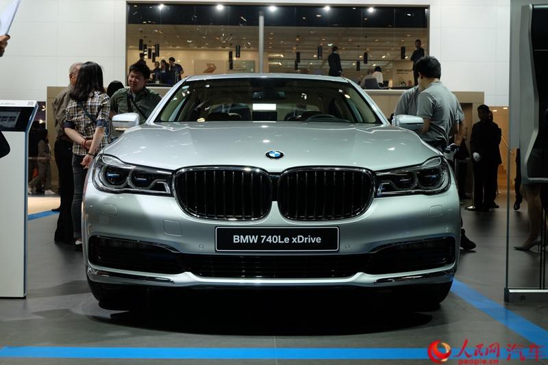 在刚刚开幕的北京车展上,宝马正式发布插电式混动车型740le xdrive.