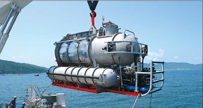 全通透载客潜水器试运营