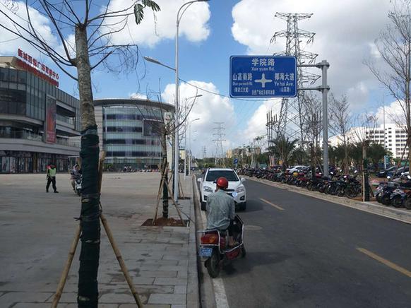 海口新城吾悦广场北面的市政小路