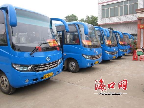 海南首条海岛风情小镇农村公交线路开通