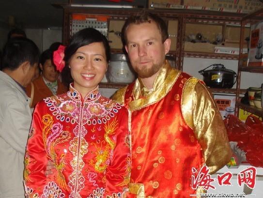 情人节洋小伙穿唐装迎娶海口新娘 体验中国式婚礼图片