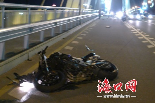 海口世纪大桥8日晚发生车祸 1人当场死亡[图]