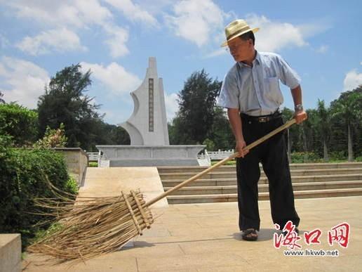 """""""位于金牛岭的解放海南岛烈士陵园占地96亩,有100多位烈士的遗骸被"""