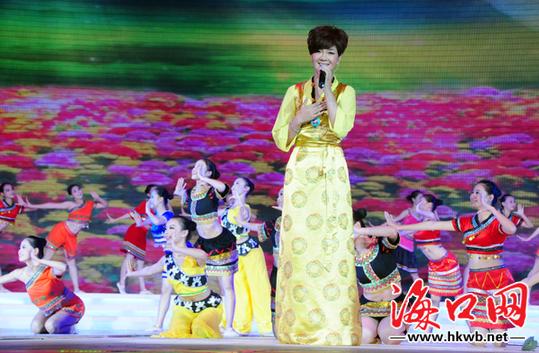 藏族歌手降央卓玛演唱 再唱山歌给党听