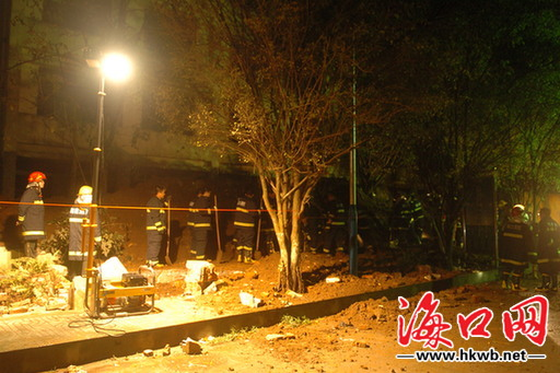 海口:海南白驹学校门前一围墙倒塌 一名学生死亡