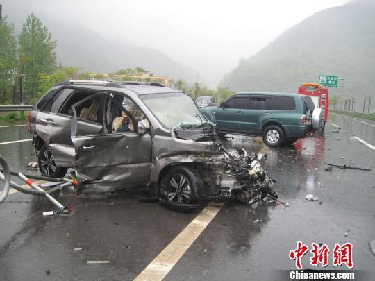 电动汽车失控事故现场
