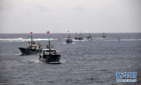 海南省30艘渔船船队抵达南沙美济礁