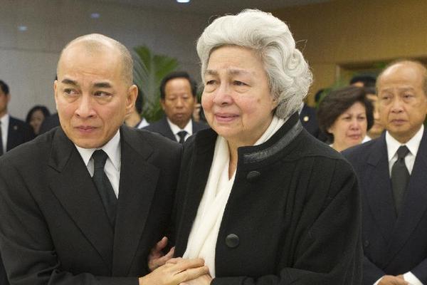 柬埔寨遗体和政府迎请西哈努克王室回国美女MM32图片