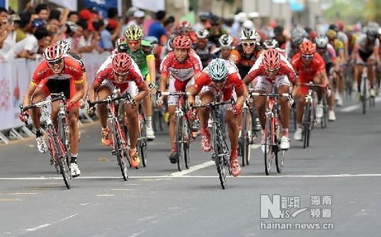 海南环岛自行车赛第三赛段黄衫车手夺冠