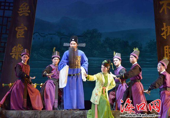 新编历史琼剧《海瑞》在省歌舞剧院上演.记者 张俊其 摄